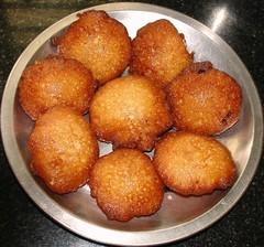 arancini(0.0), korokke(0.0), produce(0.0), dessert(0.0), loukoumades(0.0), beignet(0.0), oliebol(1.0), croquette(1.0), fried food(1.0), buã±uelo(1.0), rissole(1.0), food(1.0), dish(1.0), cuisine(1.0), fast food(1.0),