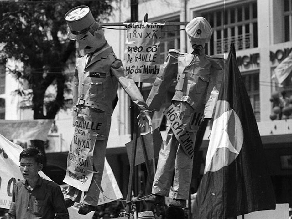 Saigon 1964 - Charles De Gaulle and Ho Chi Minh are hanged in effigy during the National Shame Day in Saigon observing the tenth anniversary of the July 1954 Geneva Agreements.