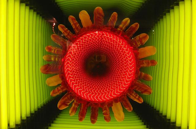 20101009 1650 - Museum Of Sex - dildo infinity mirror - IMG_2253