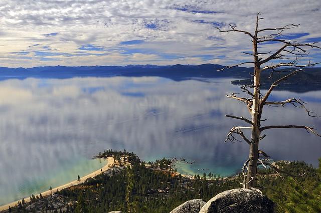 Las aguas cristalinas del Lago Tahoe, Sierra Nevada, California, Estados Unidos