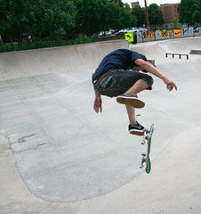 aggressive inline skating(0.0), longboard(0.0), skate(0.0), skateboarding--equipment and supplies(1.0), boardsport(1.0), skateboarding(1.0), sports(1.0), recreation(1.0), skateboard(1.0), outdoor recreation(1.0), leisure(1.0), extreme sport(1.0), skateboarder(1.0),