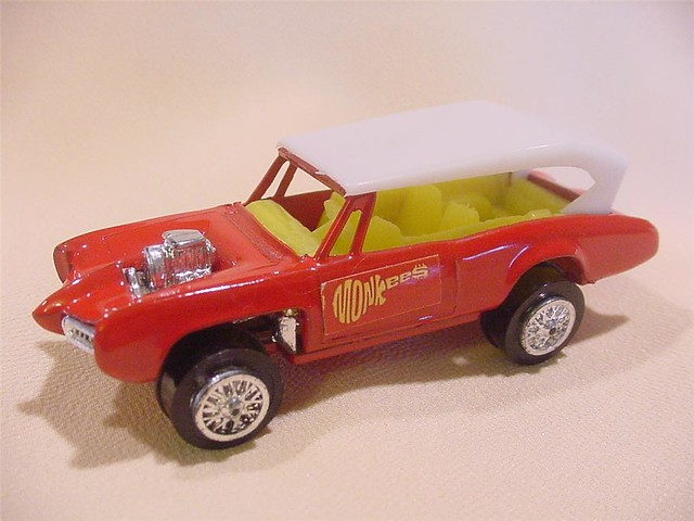 corgimonkees_monkeemobile_die