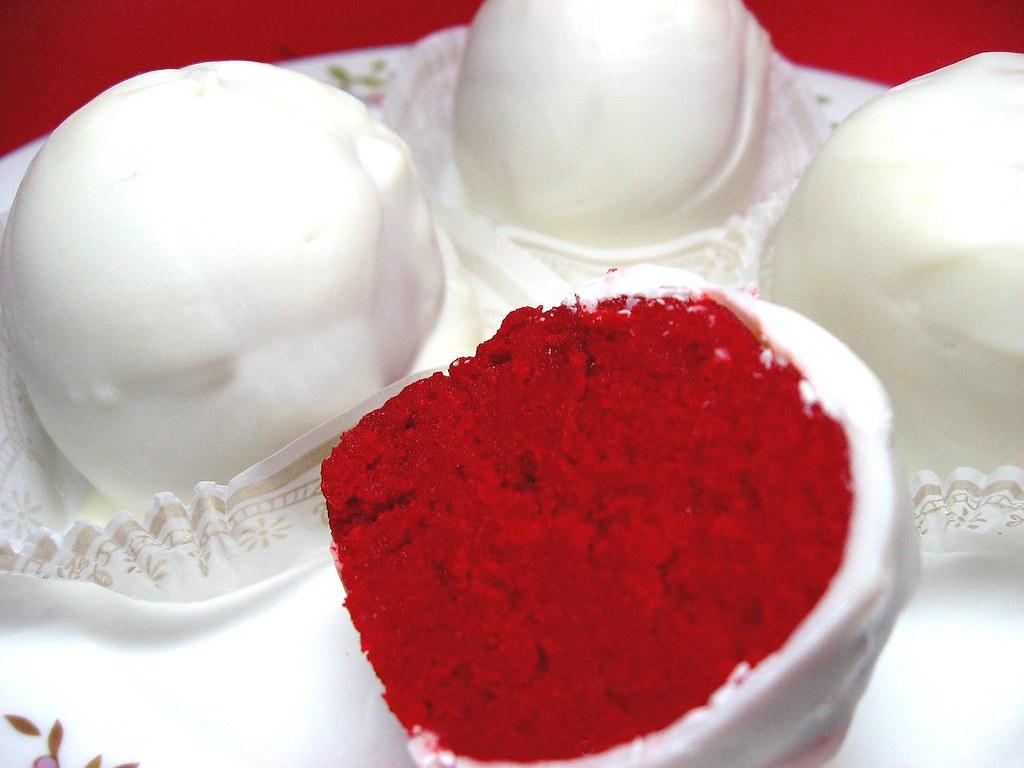 Red Velvet Cheesecake Cake Balls