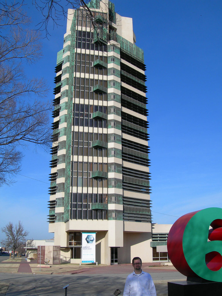 Frank lloyd wright 39 s price tower in bartlesville ok for Frank lloyd wright bartlesville