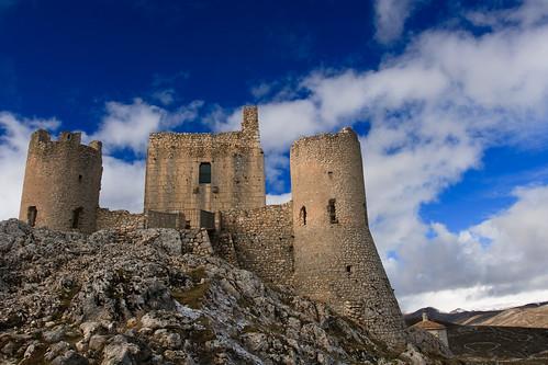 italy castle landscape italia castello canonef1740mmf4lusm rocca cpl italians abruzzo gransasso roccacalascio sensationalphoto