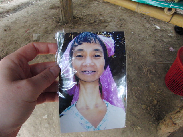 picture of padaung woman without the rings