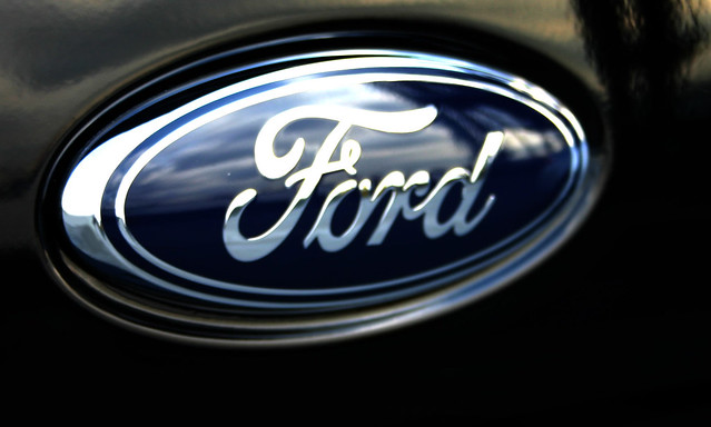 2008 Ford Focus trunk Ford Logo on Black