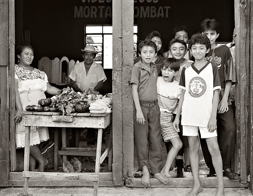 Tienda and Kids in Hoctun