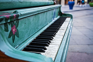 Lonely Piano by GenBug