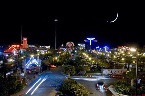 moon-over-kemah-boardwalk