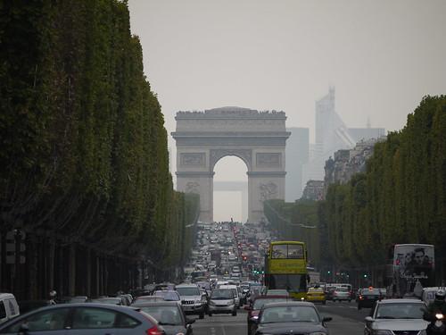 Arc de Triomphe / Champs-Élysées.