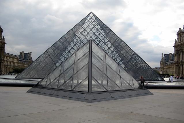 Paris mus e du louvre cour napol on la pyramide du louvre flickr pho - Pyramide du louvre pei ...