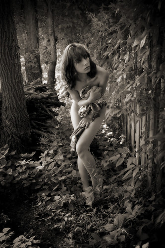 pictures portrait blackandwhite bw canada sol pose garden studio daylight montréal montreal sensual solo resting isabella nudity photosession lang interaction sollang utatafeature sollangphotographs