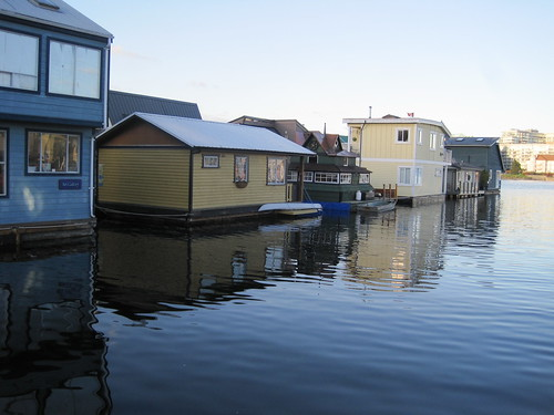 The floating homes at fisherman s wharf in james bay for House builders in victoria