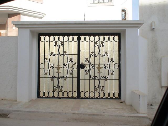 Style de porte exterieure en fer forg tunis by citizen59 flickr photo sharing for Porte entree fer forge villa