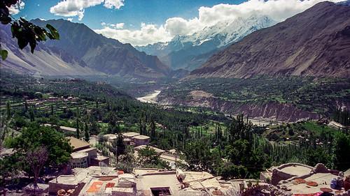 pakistan highway valley karakoram hunza karimabad indus