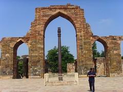 abbey(0.0), monastery(0.0), aqueduct(0.0), ruins(0.0), triumphal arch(0.0), bridge(0.0), ancient roman architecture(1.0), arch(1.0), ancient history(1.0), landmark(1.0), architecture(1.0), monument(1.0),