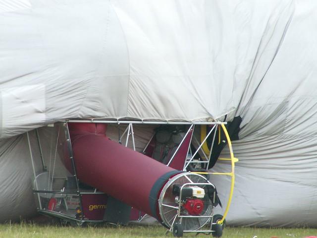 das Mittel den Zeppelin zu füllen und die Füllung des Ballons zu bewerkstelligen 0148