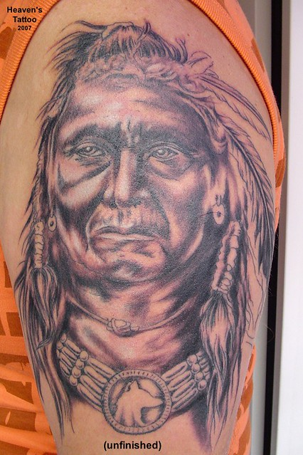 indianer tattoo this indian tattoo on a strong upper arm. Black Bedroom Furniture Sets. Home Design Ideas