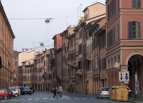 Italia colori dei palazzi dei centri storici - Piazza di porta saragozza bologna ...