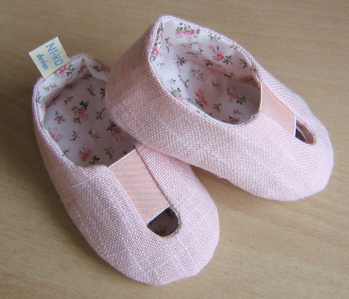 2-in-1 baby shoes 01