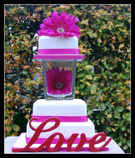 Wedding Cake With Vase Separator 3 Tier Wedding cake with vase separator