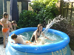 water feature(0.0), hot tub(0.0), jacuzzi(0.0), water park(0.0), park(0.0), amusement park(0.0), backyard(1.0), swimming pool(1.0), play(1.0), leisure(1.0), vacation(1.0), inflatable(1.0),