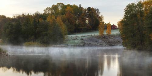autumn house mist river dawn frost sweden sverige stångån östergötland sturefors canon50mmf14usm canoneos7d hovetorp