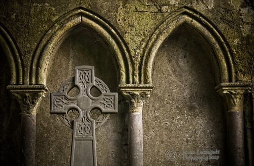 janusz leszczynski thewall emeraldisle ireland celtic cross st patrick old cemetery arches geo:lat=52669981 geo:lon=8622165 geotagged limerick 2453 scotiamajorhibernia