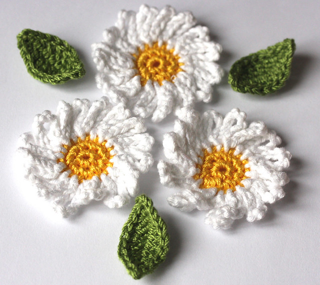 Crochet Small Daisy Flower Pattern : Crochet applique daisy flower and leaves embellishment ...