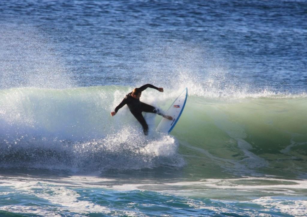 Surfing Flatrock 081