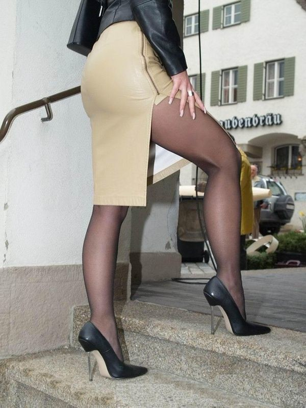 Black pantyhose girls i saw in the city 6 10
