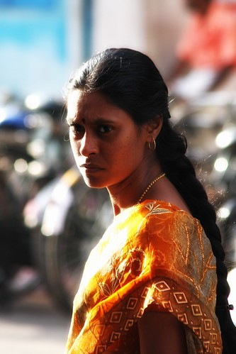 sunset orange india look lady indian femme sight sari coucherdesoleil inde pondicherry regard natte indienne pondichéry