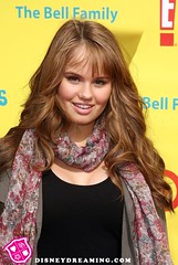 Debby Ryan bufanda por DisneyDreaming.com