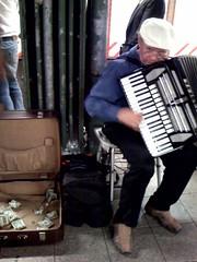 folk instrument(0.0), hand drum(0.0), wind instrument(0.0), accordion(1.0), musical instrument(1.0), garmon(1.0),
