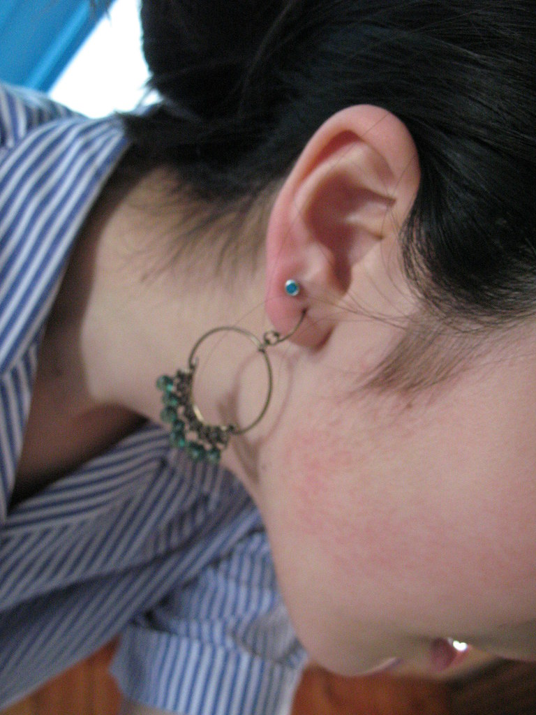 HOW TO CLEAN AN INFECTED EAR PIERCING - AN INFECTED EAR