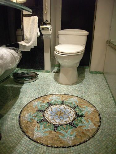 ホテル リスボアのスーペリア・ルーム トイレ 縦