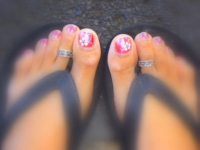 my orange-pink toe nails