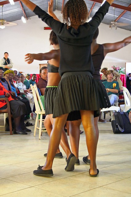 Dancing Zulu Girls, Vumani Project, Durban - finale.