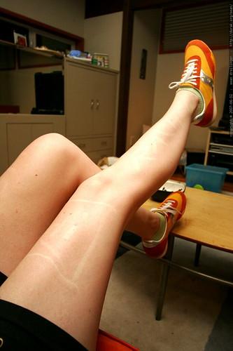 writing on the sensitive skin of rachel's legs    MG 5946