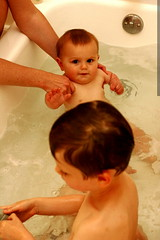 nick and sequoia sharing a bath    MG 2628