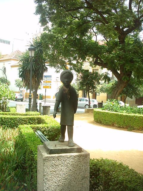 Estatua en un jardin de malaga malaga by jotunbani for Estatuas jardin