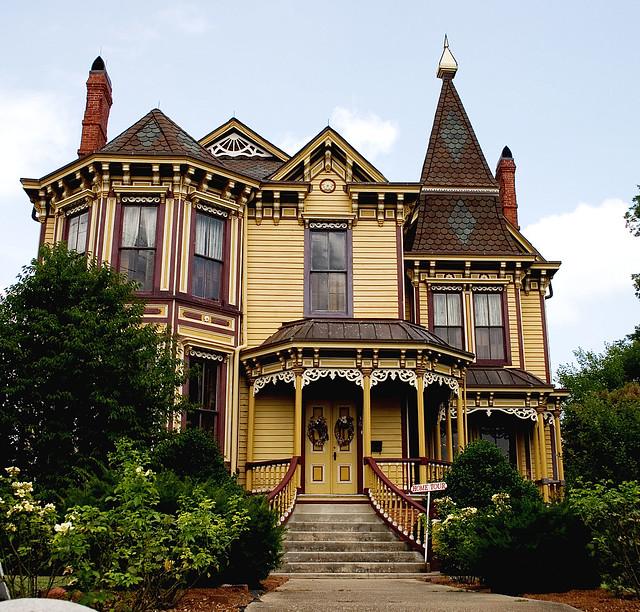 Houses i love a gallery on flickr for Decoracion de casas antiguas