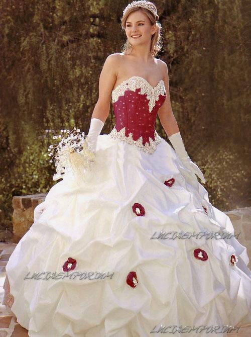 Abiti da sposa con rosa rossa