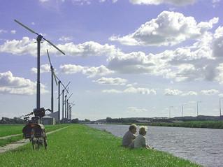 Windpark Zijpe met voorbijgangers