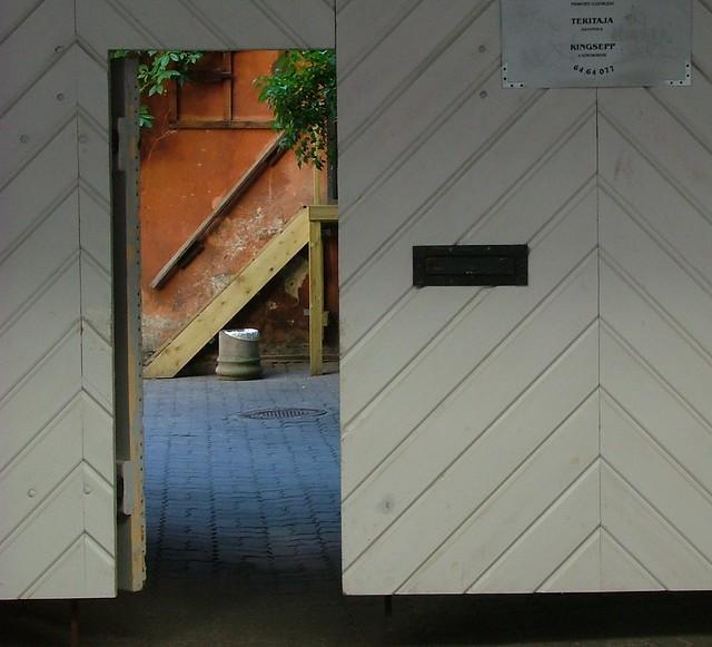 de l autre c 244 t 233 de la porte the other side of the door flickr photo