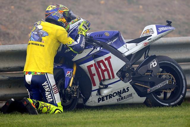 Valentino Rossi saying goodbye to his Yamaha  Explore Fiat …  Flickr - Phot...