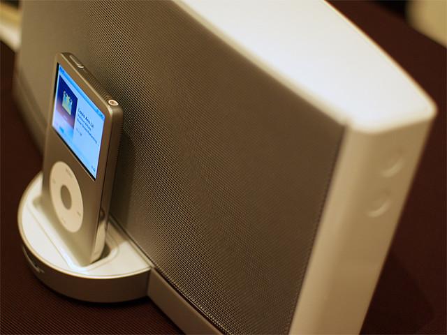 Photo:SoundDock Portable White By HAMACHI!