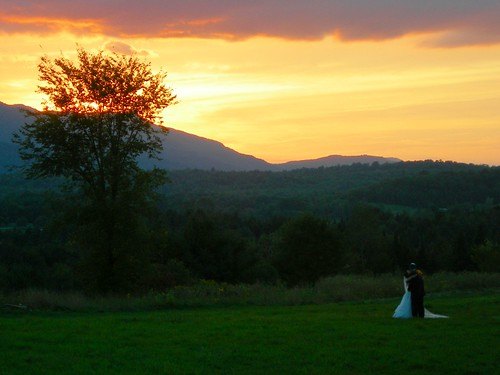 wedding sunset orange vermont hydepark weddingcolors traceyjeremy websterbarn courtnayjaniak