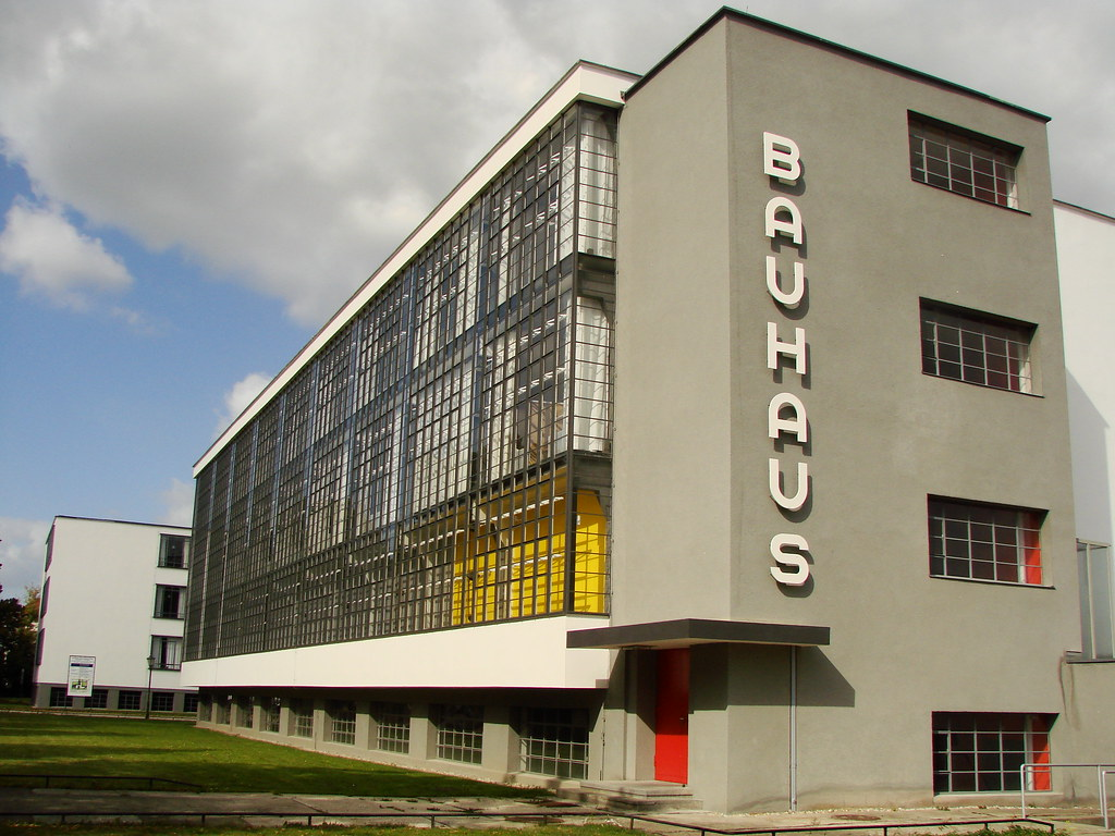 Bauhaus in dessau flickr photo sharing for Architecture bauhaus